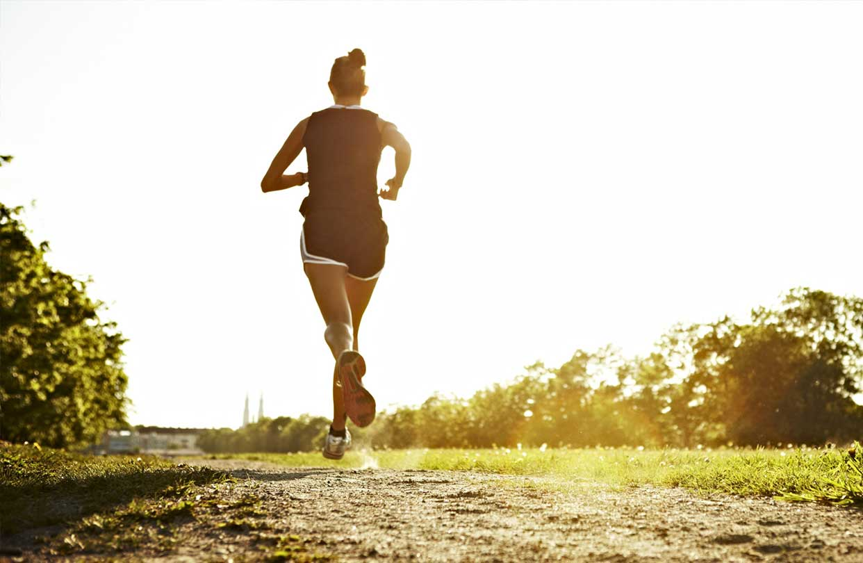 HOW TO STAY HEALTHY WHEN ON THE RUN